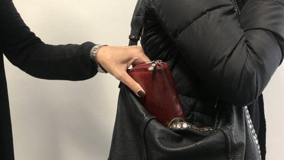 Borseggiatrice incinta presa in metropolitana a Milano: ha molti precedenti per furto, portata a San Vittore