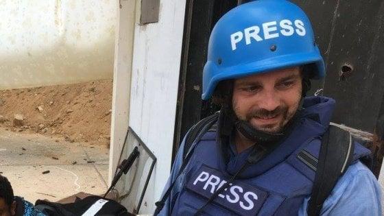 Dai fronti di guerra ai reportage di costume: chi è Gabriele Micalizzi, il fotogiornalista milanese ferito in Siria