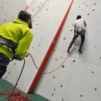 Sondrio, 11enne cade dalla parete per l'arrampicata a scuola durante lezione del Soccorso alpino