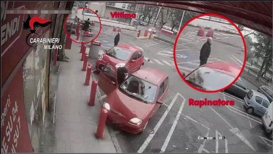 Le seguiva per strada e le rapinava sulle scale di casa: arrestato rapinatore di anziane, almeno dieci le vittime