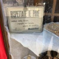 Panificio della bergamasca espone cartello che inneggia a Mussolini, l'Anpi: