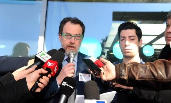 """Umberto Bossi in rianimazione, i medici: """"E' stabile e reattivo"""". Fontana: """"Non ci sono danni neurologici"""""""