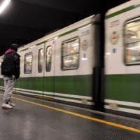 Minori rapinati sulla banchina del metrò a Milano: presi un 15enne e un