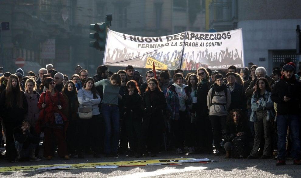 Milano, in piazza contro il decreto Salvini: le immagini della manifestazione