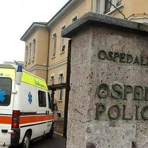 Milano, accoltellato in una casa Aler: è grave
