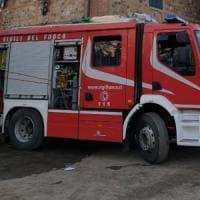 Cadavere carbonizzato di una donna trovato in un'auto in fiamme nei boschi di Como