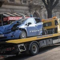 Bus di linea a Milano travolge tre poliziotti: l'ipotesi dell'autista distratto dal telefono