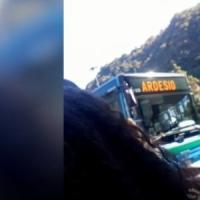 Studente 14enne morto nell'incidente tra bus all'uscita di scuola: cinque indagati a Bergamo
