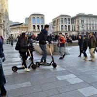Milano sperimenta i monopattini elettrici: solo su strada e a velocità