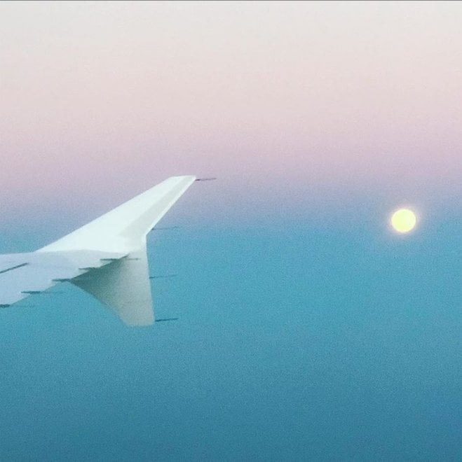 La super luna dal finestrino dell'aereo: lo scatto su Instagram del sindaco Sala
