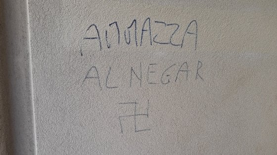 """""""Ammazza il negro"""", altre minacce contro la famiglia del Milanese che ha adottato senegalese"""