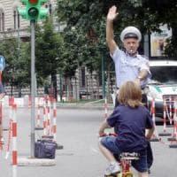 A tre anni 'scappa' da casa: un passante la nota e chiama i carabinieri