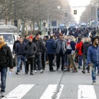Area B, la protesta degli ambulanti manda il traffico in tilt