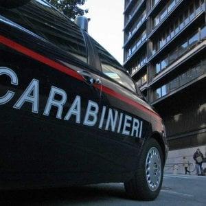Brescia, chiama i pompieri per liberare il suo pusher bloccato in casa: arrivano i carabinieri