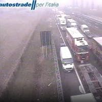 Lodi, tamponamenti a catena sull'A1 a causa della nebbia: 15 feriti