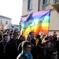 Bandiere della pace e fischietti, a Melegnano il corteo antirazzista