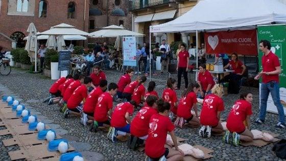 Pavia, 17enne salva il padre che ha un infarto grazie al massaggio cardiaco imparato a scuola