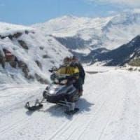 Incidente in motoslitta sulle Alpi svizzere: muore 17enne di Sondrio, grave il padre