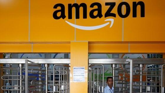 """Amazon, in tutta la Lombardia lo sciopero delle consegne. I driver: """"Troppi pacchi e condizioni di lavoro estenuanti"""""""