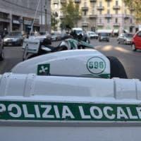 Investì un ciclista a Milano e scappò, preso il pirata: per sviare le indagini simulò il furto dell'auto