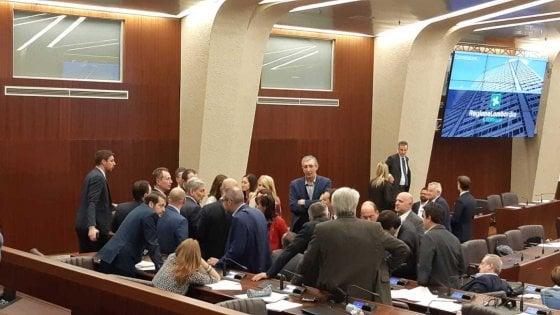 Pirellone, i franchi tiratori beffano la maggioranza sul clima: per Pd e M5s è uno sgambetto a Salvini