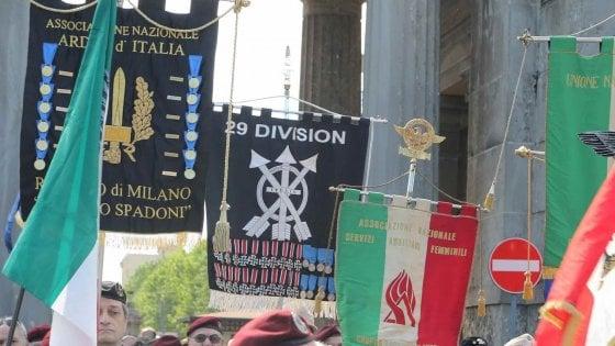 """Motti nazisti e divise delle Ss al Campo 10 di Milano: tre assolti, per il tribunale """"non è reato"""""""