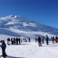 Livigno, cade su una pista nera senza casco: muore sciatore. La procura apre un'inchiesta