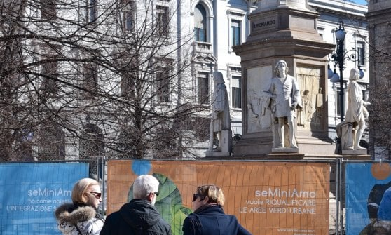 Milano, piazza Scala si rifà il look con i fiori di Leonardo da Vinci