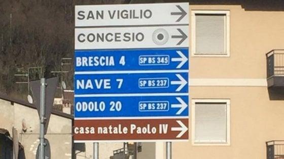 Brescia, sul cartello stradale spunta il nome del Papa sbagliato