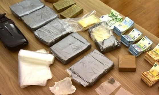 Milano, l'eroina conquista il centro: sequestrati 8 chili di droga, arrestata una coppia di tunisini