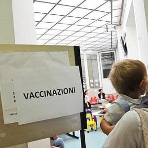 Bambini non vaccinati, in 12 lasciati fuori dalle scuole lombarde: contestati i documenti presentati