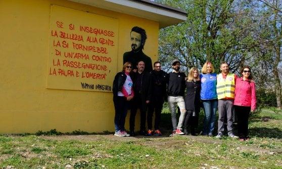 Un murale per Peppino Impastato a Buccinasco: l'iniziativa contro le mafie nella 'Platì del Nord'