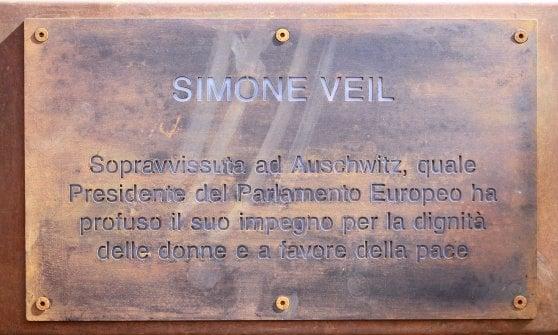 """Quattro nuove targhe nel Giardino dei Giusti di Milano. Applauso per Silvia Romano: """"Torna presto tra noi"""""""