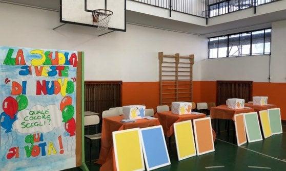 Varese, bisogna dipingere la facciata della scuola: i bambini scelgono i colori