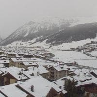 La primavera sta arrivando, ma a Livigno torna la neve: le immagini da cartolina della webcam