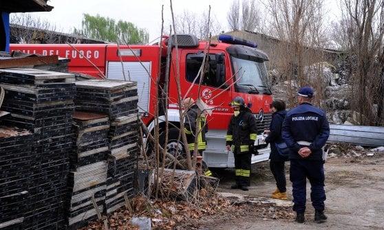 Fiamme nella ditta dismessa a Milano: si sospetta rogo di origine dolosa, rischio amianto