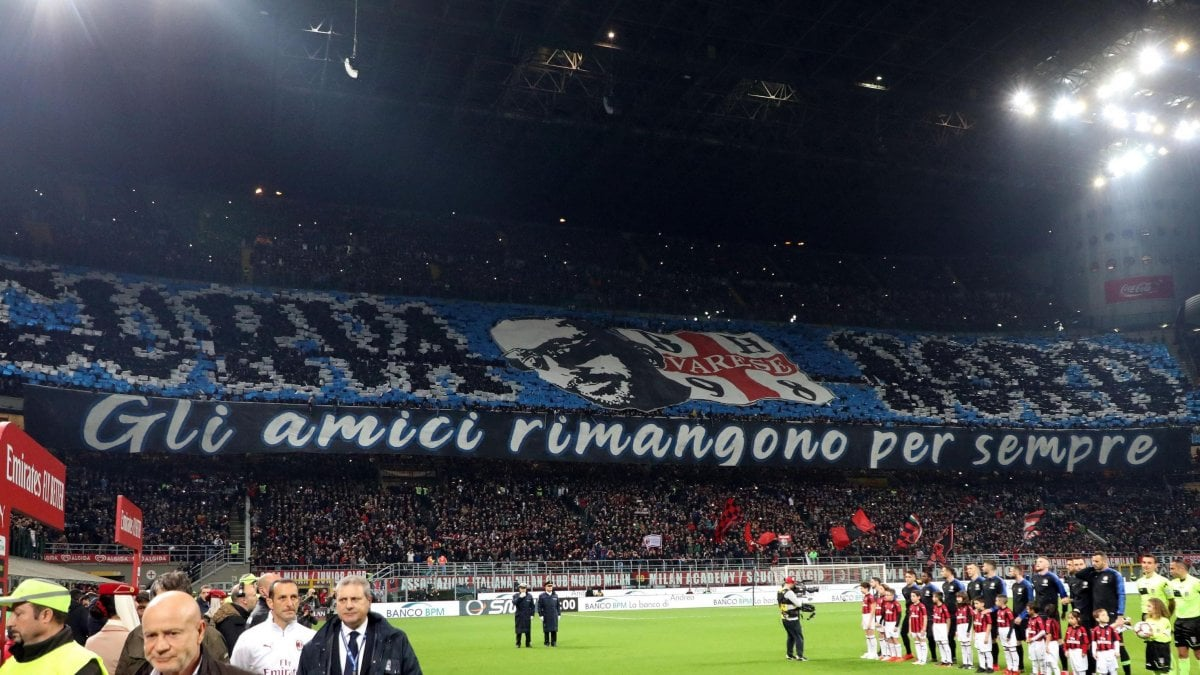 Milan-Inter, striscione ultrà con bandiera dei neonazisti varesini ...
