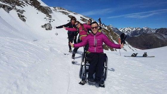 La disabilità non ferma Lola: con la carrozzina in cima alla montagna