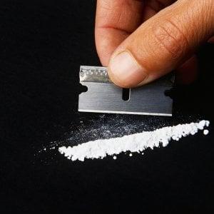 Milano, si finge poliziotto per rubare una dose di cocaina e viene arrestato