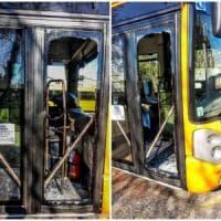 Busto Arsizio, ragazzi senza biglietto vandalizzano il bus: la fotodenuncia del sindaco su Facebook