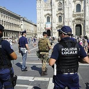 """""""C'è una bomba nel Duomo di Milano"""": la telefonata di un uomo già denunciato per procurato allarme"""