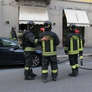 Cremona, offre hashish ai vigili fuoco per ringraziarli dopo l'intervento: denunciato
