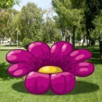 Maxi fiori e coccinelle ai giardini Indro Montanelli: l'installazione di