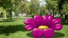 Maxi fiori e coccinelle    ai giardini Montanelli: l'installazione di Pao