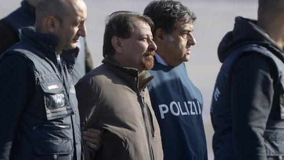 """Terrorismo, Cesare Battisti ammette quattro omicidi: """"Era una guerra, ora chiedo scusa alle famiglie delle vittime"""""""
