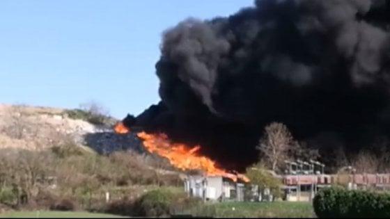Cina, incendio devasta la foresta del Sichuan: 30 pompieri morti