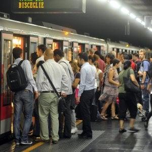 Milano, brusca frenata per il metrò, l'ennesima: ferita passeggera sulla M1. Treno sequestrato