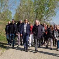 Milano, in centinaia alla passeggiata nel 'boschetto della droga':
