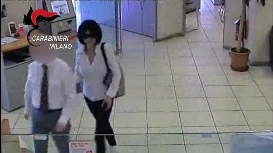 Rapina in banca con sequestro di dipendenti e clienti, due arresti a Milano. Ma si cerca la donna della banda