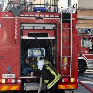 Milano, corpo decapitato e carbonizzato trovato vicino a un cassonetto in fiamme